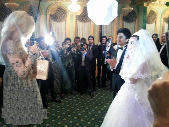 Eshikdan Kirganda To`g`rida Milliy Kiyimda Yigitali Va Rayhonning Picture