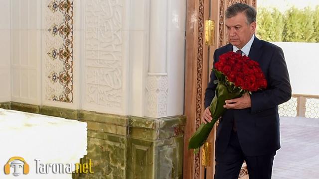 Shavkat Mirziyoev Islom Karimov qabrini ziyorat qildi